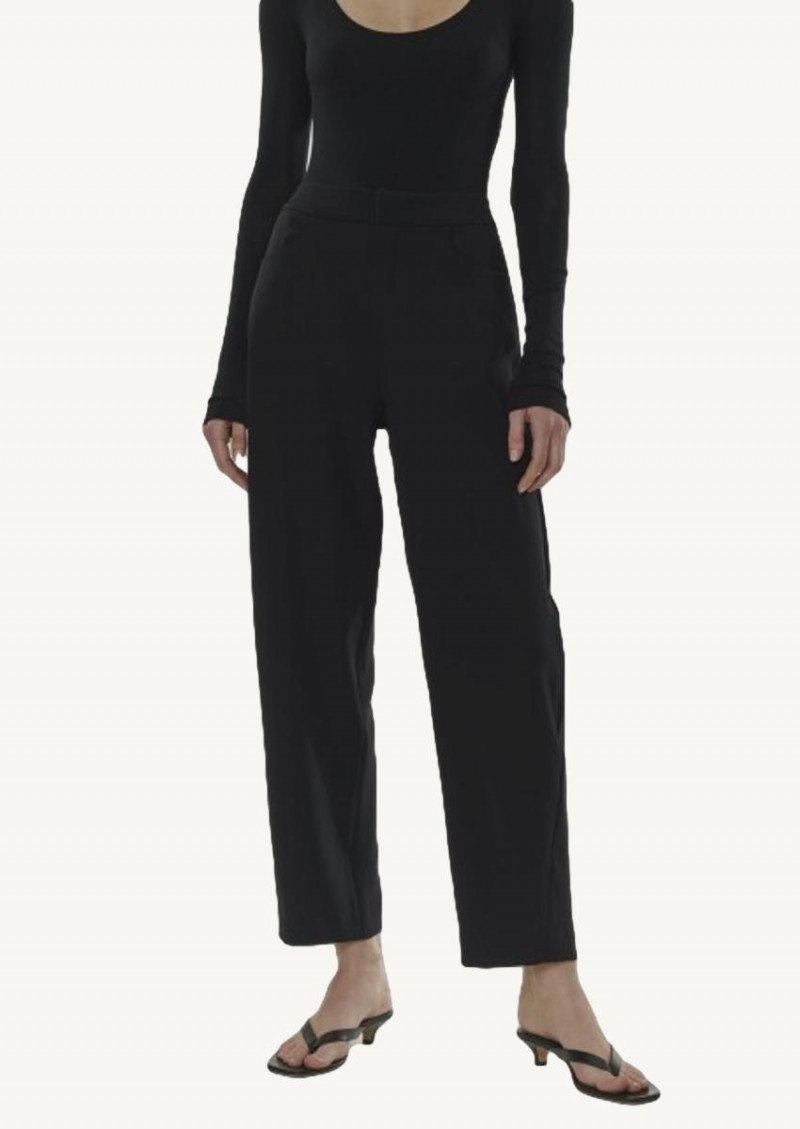 Black fitted crepe pants