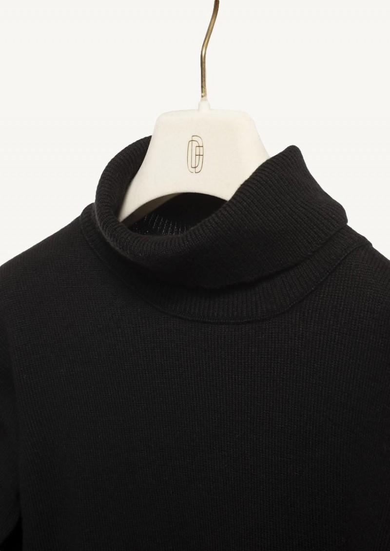 Black turtleneck Babouchka pullover