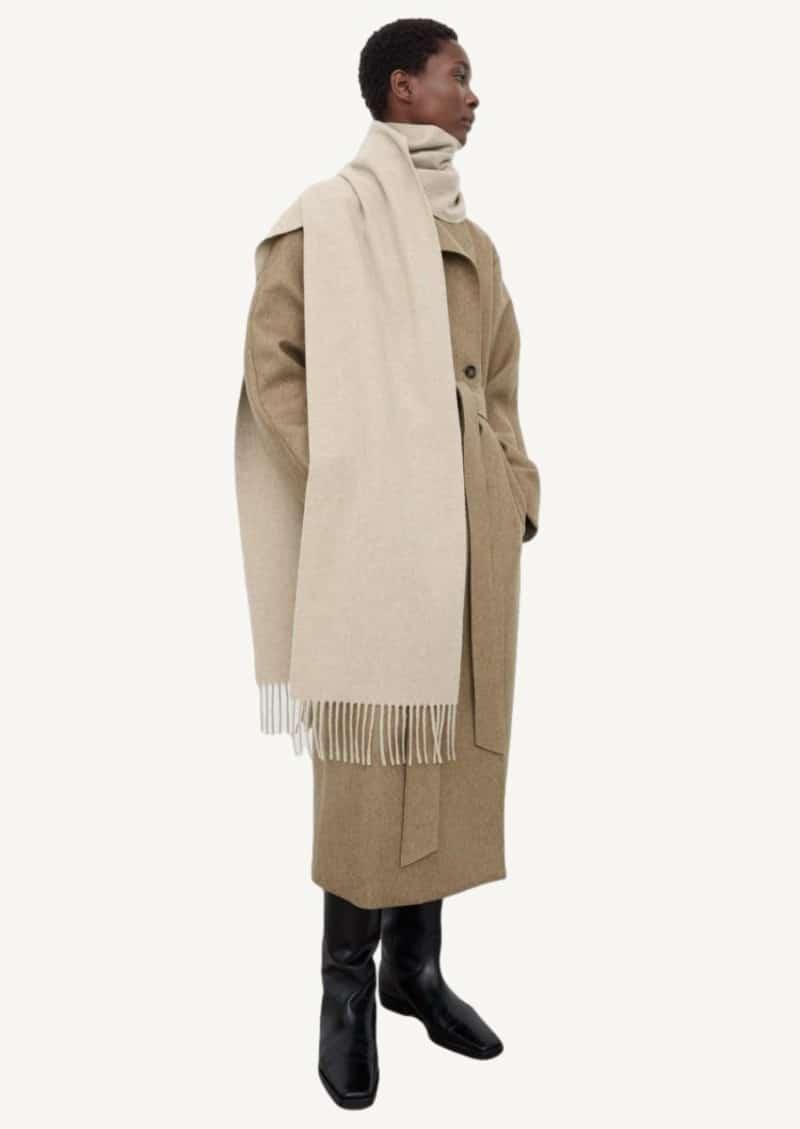 Longue écharpe beige claire