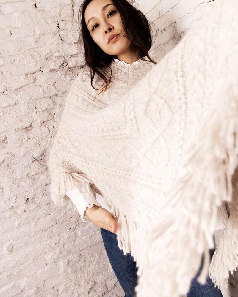 Le poncho de Nili Lotan, la petite douceur de l'hiver… Parfait pour affronter le froid, porté par exemple sur une veste de tailleur… On a juste envie de s'envelopper dedans et de ne plus le quitter…  - Stéphanie (@stephanie_padiou)   #departementfeminin #nililotan